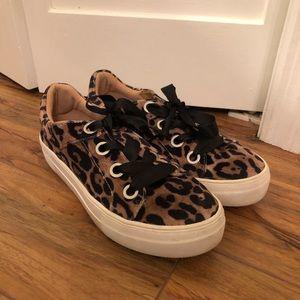 Leopard sneakers!